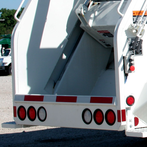 New Way's Diamondback™ Rear Loader is adaptable for use with cart tippers.